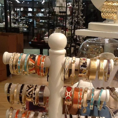 Display rack with bracelets